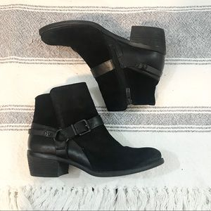 VINCE CAMUTO Black Suede And Leather Ankle Booties